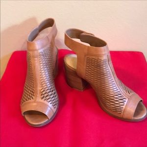 Vince Camuto leather sandals